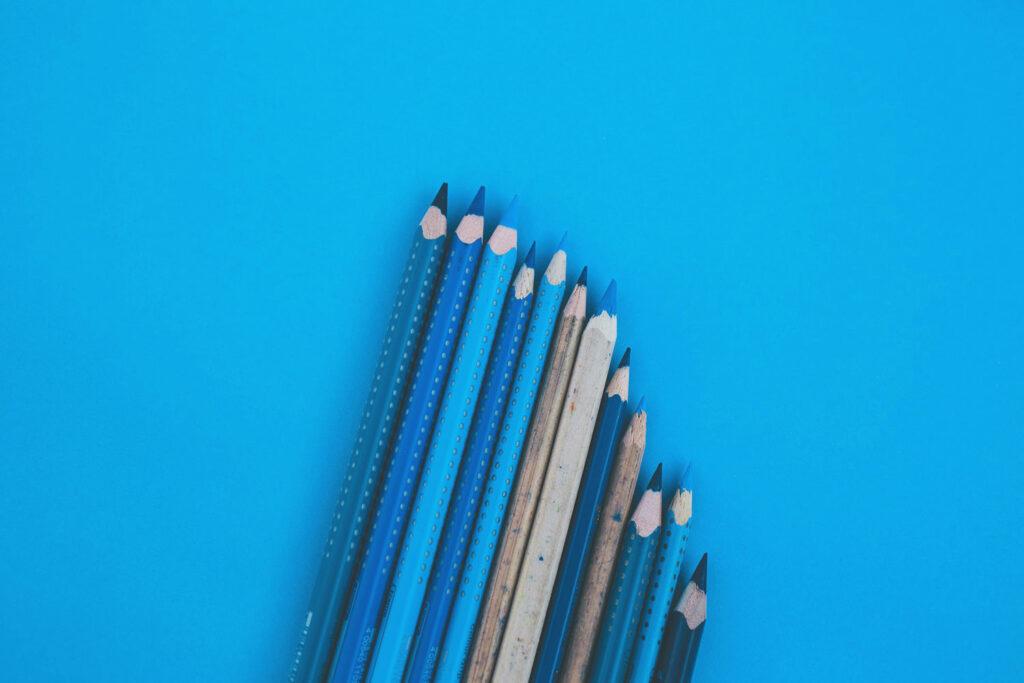 Blaue Bunstifte